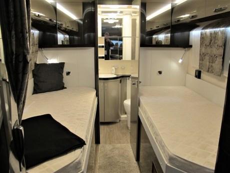 Der Optima Premium T70 E hat im Heck einen wagenbreiten Waschraum.