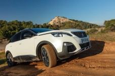 Peugeot 3008 Hybrid4: Dank Allradantrieb wird das SUV zum Klettermax. © PSA