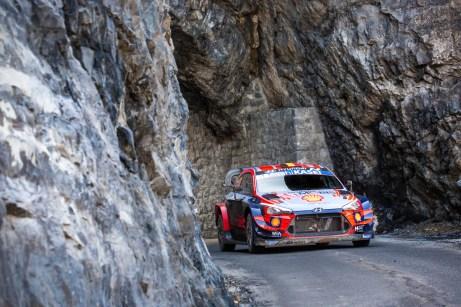 Ab durch die Mitte: Der Belgier Thierry Neuville holt für Hyundai den ersten Sieg bei der traditionsreichen Rallye Monte Carlo. © Hyundai