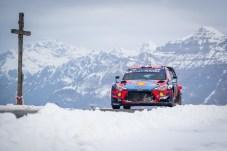 Keine Zeit für einen Panorama-Blick: Sebastien Loeb belegt im zweiten Hyundai i20 Coupe WRC den sechsten Platz bei der Rallye Monte Carlo. © Hyundai