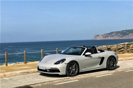 Oben ohne, aber nicht ohne ist der Porsche Boxster GTS 4.0: Ein echtes Sportgerät mit einem Boxer-Sechszylinder. © Porsche