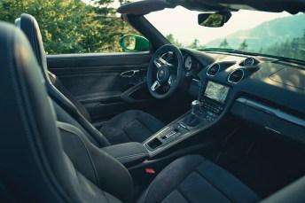 Alcantara, wohin das Auge blickt: Das Kunstleder mit der samtigen Oberfläche gehört zur Serienausstattung bei den GTS-Modellen. © Porsche