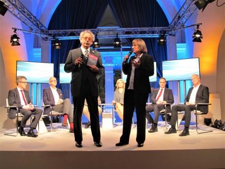"""Prof. Dr. Kocks und Prof. Dr. Knorre präsentieren """"Die Big-Data-Debatte""""."""
