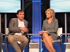Finanztip-Chef Herrmann-Josef Tenhagen und Moderatorin Carola Ferstl.
