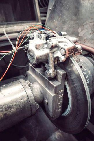 Bei Neuentwicklungen investiert TMD Friction bis zu 2.000 Stunden in Prüfstandtests. © TMD Friction