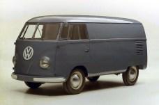 Im März 1950 beginnt die Produktion des VW-Bus. Der Preis eines Transporters liegt bei 5.850 Mark. © Volkswagen