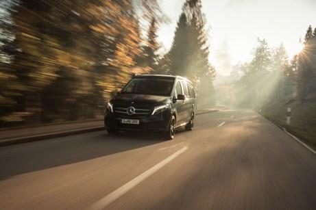 Mit 239 PS ab ins Wochenende. Der neue große Dieselmotor bietet gute Fahrleistungen, dann wird er aber durstig. © Daimler