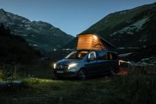Romantik pur verspricht so ein Camping-Wochenende in den Bergen. Im Marco Polo ist es zwar eng, aber gemütlich. © Daimler