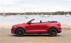 Die offene Variante des erfolgreichen T-Roc bietet ein spannendes Fahrzeugkonzept: mit leicht erhöhter Sitzposition, einem markanten Design und dem besten Kompromiss aus modernen Technologien, Komfort und Fahrspaß. © Volkswagen
