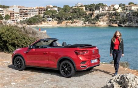 """Das T-Roc Cabriolet wird in zwei Ausstattungslinien angeboten: die designbetonte Variante """"Style"""" und die sportliche """"R-Line"""". © Volkswagen"""