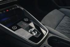 Stummelhebel jetzt auch beim Audi: Damit steuert man das 7-Gang-Automatikgetriebe. © Audi