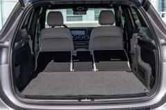 Mit höhenverstellbaren Böden und teilbarer Rückbank ist man für jede Lade-Situation gerüstet. © Daimler