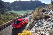 Ein 911er muss immer wie ein 911er aussehen: Das heißt vorne Kotflügel wie Kanonenrohre und eine steil nach hinten abfallende Dachlinie. © Porsche
