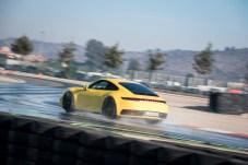 Erstmalig hat der Porsche 911 auch einen so genannten WET-Mode für bessere Traktion auf regennassen Straßen. © Porsche