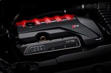 Kraftwerk: Der quer eingebaute Fünfzylinder-Reihenmotor leistet 400 PS und orchestriert beim Gasgeben ein eigenwilliges Klangbild. © Audi