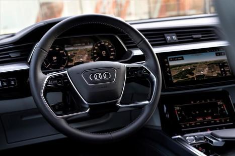 Ein Blick auf das Cockpit des e-tron. © Audi