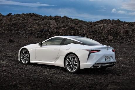 Der 5,0-Liter-Saugmotor entwickelt eine Leistung von 341 kW/464 PS und beschleunigt das Coupé in 4,7 Sekunden aus dem Stand auf 100 km/h. © Lexus