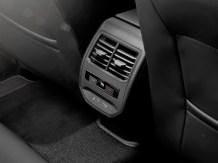 Auf den hinteren Sitzplätzen stehen zwei USB-C-Anschlüsse zur Verfügung. © Seat