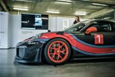 """""""Porsche Open Pitlane"""": Auf Wunsch stehen auch Mietfahrzeuge wie der 911 GT3 Cup zur Verfügung. Foto: Auto-Medienportal.Net/Porsche"""