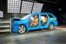 ADAC-Crashtest mit gesicherter Ladung. Foto: Auto-Medienportal.Net/ADAC/Uwe Rattay