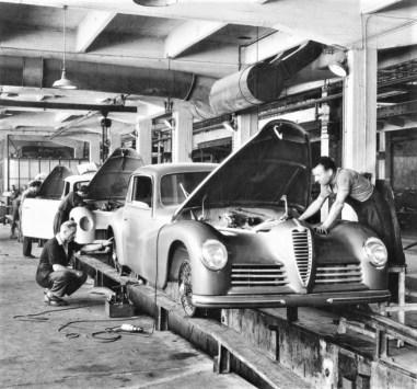 Fertigung des Alfa Romeo 6C 2500 Sport Freccia d'oro (1947). Foto: Auto-Medienportal.Net/FCA