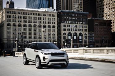 Eine neue 3-D-Surround-Kamera verschafft dem Fahrer bzw. der Fahrerin bis zu einer Geschwindigkeit von 30 km/h einen kompletten und realistischen Überblick, was rund um den Evoque vorgeht. © Range Rover