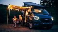 Das Zwei-Raum-Konzept Seit mittlerweile drei Jahrzehnten setzt der Nugget – und inzwischen auch der Nugget Plus – auf das bewährte Zwei-Raum-Konzept, also auf die konsequente Trennung des geräumigen Wohn- vom L-förmigen Küchen-/Funktionsbereich im Fahrzeug-Heck. Foto: Ford
