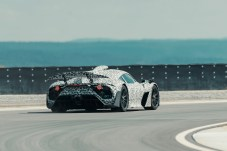 Eines der technischen Highlights ist der aufwendige Heckflügel des Project One. © Daimler