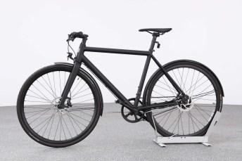 Das Ampler Curt ist mit 13,7 Kilogramm das leichteste Modell im Test und als Singlespeed-Bike ohne Gangschaltung vor allem für Fahrten in der Stadt geeignet. © ADAC