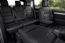 Die Vans bieten bis zu neun Plätze - hier der Zafira-e Life als Siebensitzer. © Opel