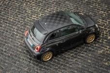 Botschaft vom Dach: Die in Schwarz gehaltene Rennflagge weist auf zahlreiche Motorsport-Erfolge der Marke Abarth hin. © Fiat