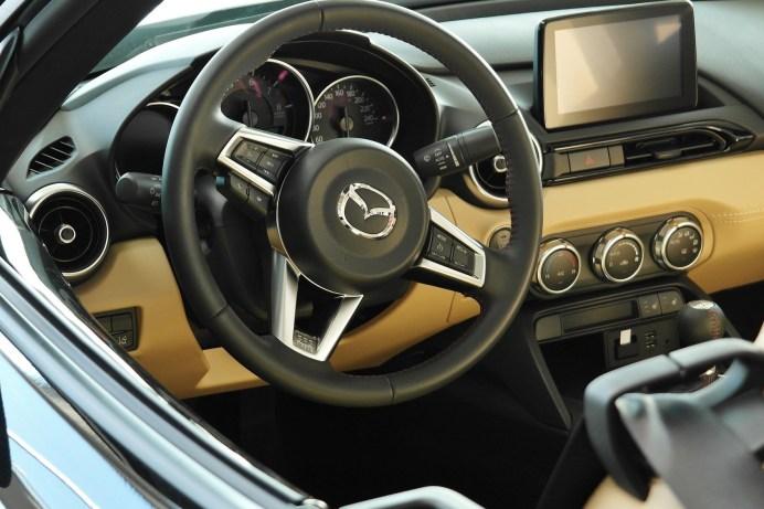 Die Deutschen bevorzugen im Auto immer noch Knöpfe und Regler. © Pixabay.com