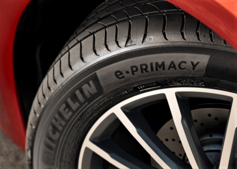 Positiv wirkt sich der optimierte Rollwiderstand des Michelin e.Primacy natürlich auch beim Einsatz an einem Elektroauto aus.