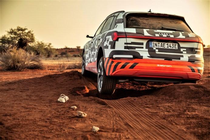 Null Kupplungen und null Differenziale arbeiten im Audi e-tron und im e-tron Sportback. Die rein elektrisch angetriebenen SUV-Modelle nutzen einen elektrischen Allradantrieb, bei dem die Elektromotoren alle quattro-Funktionen umsetzen. © Audi