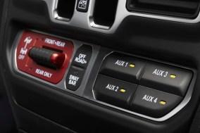 Ein Knopfdruck maximiert die Traktionsfähigkeiten des Jeep Wrangler Rubicon 392. Foto: Jeep