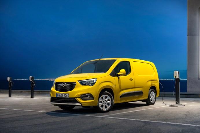 Kurze Pause an der Schnellladestation: Binnen 30 Minuten ist die Batterie des Opel e-Combo zu 80 Prozent aufgeladen. © Opel