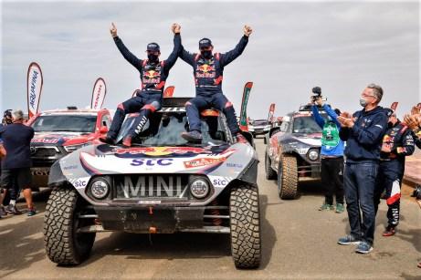 Dakar 2021: Die Sieger Stéphane Peterhansel und Edouard Boulanger mit dem Mini JCW Buggy. Foto: Auto-Medienportal.Net/ASO/Vincent/DPPI