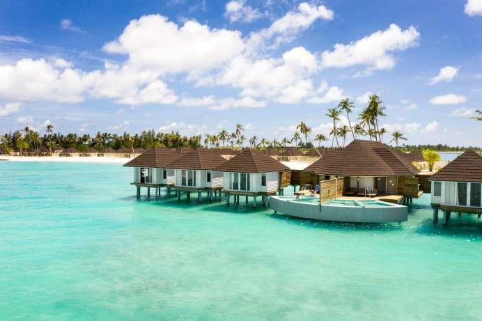 """""""Urlaub in weitläufigen Resorts, wie man sie auf den Malediven oder auch in Dubai kennt, kommt aktuell besonders gut an"""", weiß Andryszak. Hier das neue TUI Blue Olhuveli auf den Malediven. © TUI"""