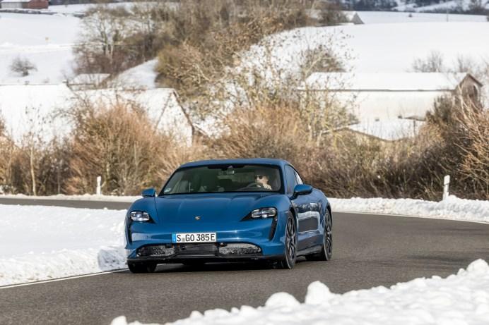 Stromer mit Spaßfaktor: Das neue Taycan-Einstiegsmodell ist mehr als 20.000 Euro günstiger als der klassische 911er. © Porsche