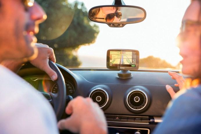 Verzwickte Rechtslage: Der Beifahrer darf eine Warn-App verwenden, der Fahrer nicht. © TomTom