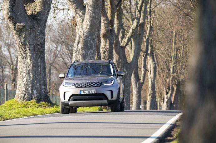 Auf Entdeckungsfahrt: Der Land Rover Discovery ist für Wege und Pfade aller Art bestens gerüstet. © Land Rover