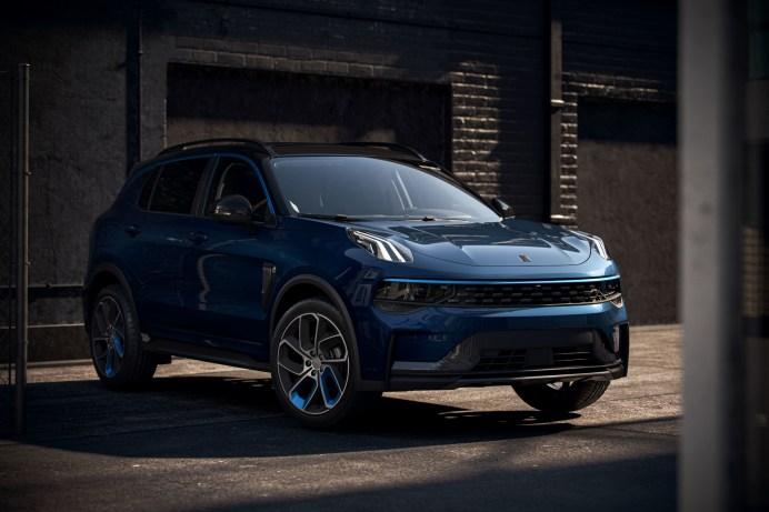Den Lynk & Co 01 gibt es blau oder schwarz, als Hybrid oder Plug-in-Hybrid. © Lynk & Co
