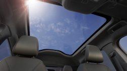 Ein riesiges Panoramadach bringt viel Licht in den Innenraum. © Ford