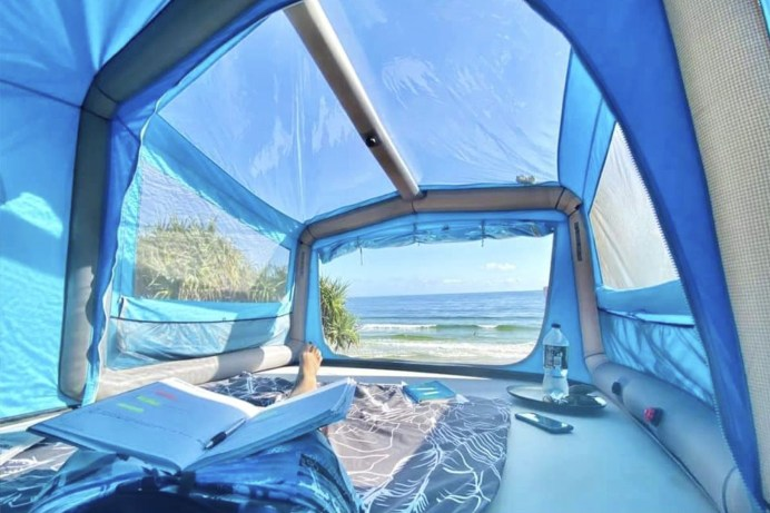 Gentle Tent GT Skyloft: Das nach Herstellerangaben größte Dachzelt der Welt - mit einer gigantischen Liegefläche von 340 x 200 Zentimeter. Preis: ab 3.689 Euro. © Gentle Tent