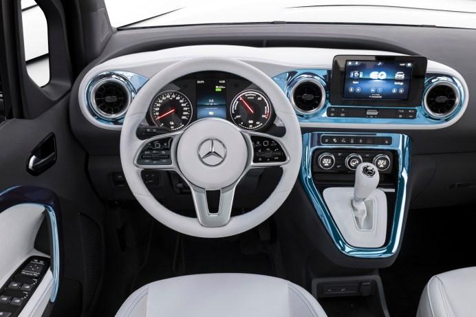 Alles dran: Das Cockpit der Studie muss sich vor denen der Pkw-Modelle nicht verstecken. © Daimler