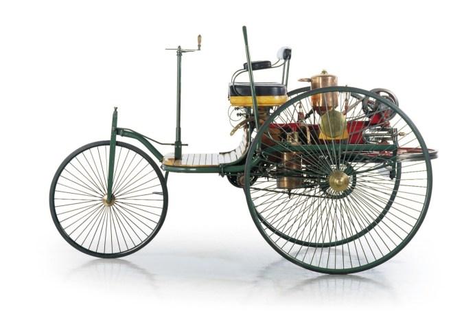 Der Benz Patent Motorwagen von 1886. Schon das erste Automobil hatte eine Lenksäule, die hier noch senkrecht vor dem Fahrer aufragt. 125 Jahre später könnte die Lenksäule ersatzlos entfallen und durch Steer-by-wire Systeme ersetzt werden. © Mercedes Benz