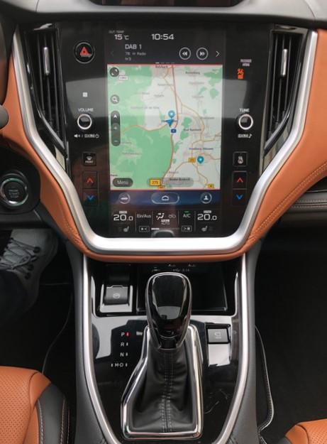 Die wichtigste Neuerung im Innenraum: Das senkrecht stehende Touchscreen im Tablet-Look. © Klaus H. Frank
