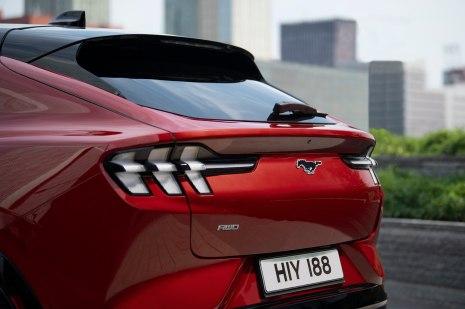 Gemeinsamkeit bei den Rückleuchten, sowohl beim Mach E ...© Ford