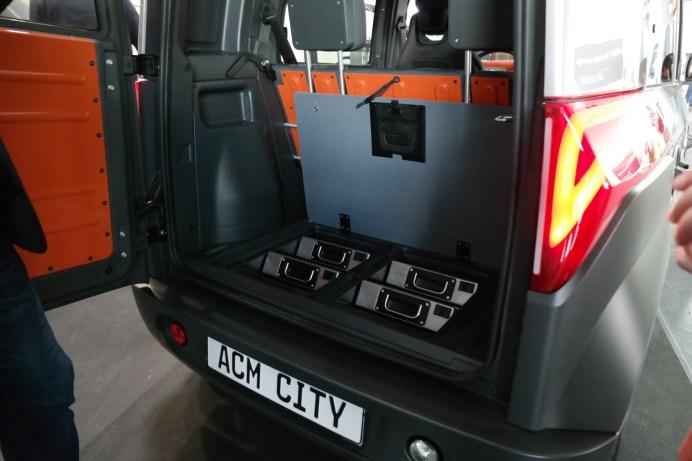 Unter dem Kofferraumboden des City One finden vier Wechselbatterien mit zehn kWh Kapazität Platz. © Rudolf Huber / mid