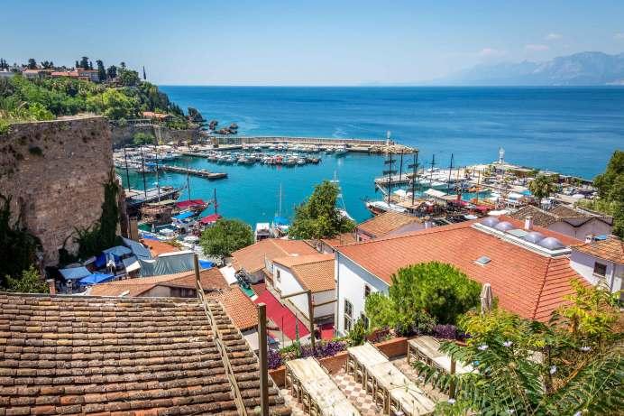 """""""Die Türkei ist aktuell als Hochrisikogebiet eingestuft, Antalya ist aber dennoch das beliebteste Reiseziel in den Herbstferien. Die Standards in den türkischen Hotels sind hoch und das Preis-/Leistungsverhältnis unschlagbar"""", sagt TUI-Geschäftsführer StefanBaumert. © TUI"""